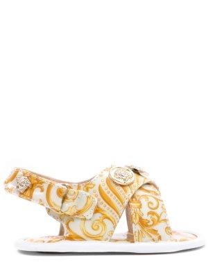 Босоножки для девочки кожаные Versace. Цвет: разноцветный