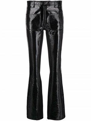Расклешенные брюки из искусственной кожи Courrèges. Цвет: черный