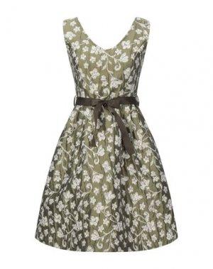 Короткое платье B.YU. Цвет: зеленый-милитари