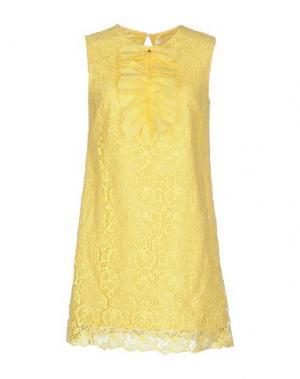 Короткое платье BETTY BLUE. Цвет: желтый