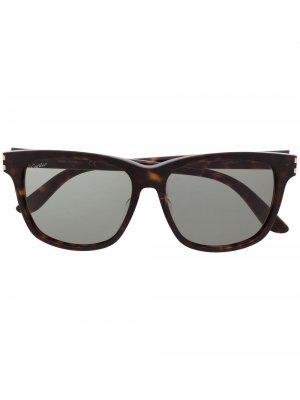 Солнцезащитные очки в квадратной оправе Cartier Eyewear. Цвет: коричневый