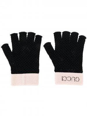 Перчатки-митенки в технике кроше Gucci. Цвет: черный