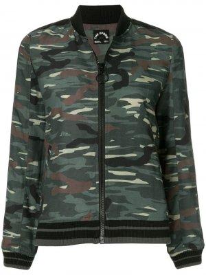 Куртка-бомбер с камуфляжным принтом The Upside. Цвет: зеленый