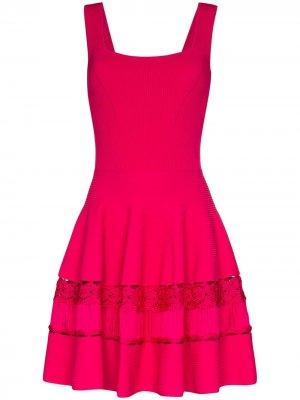 Платье со вставками в технике кроше Alexander McQueen. Цвет: розовый