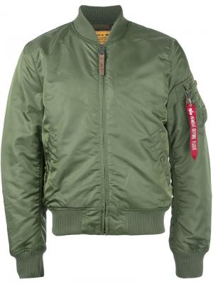 Классическая куртка бомбер Alpha Industries. Цвет: зеленый