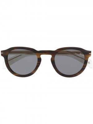 Солнцезащитные очки в круглой оправе Eyewear by David Beckham. Цвет: коричневый