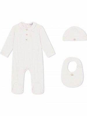 Комплект из комбинезона и шапки с нагрудником Dolce & Gabbana Kids. Цвет: белый