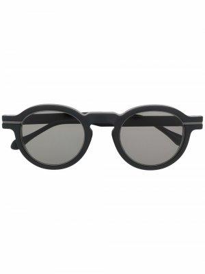 Солнцезащитные очки в оправе панто Matsuda. Цвет: черный