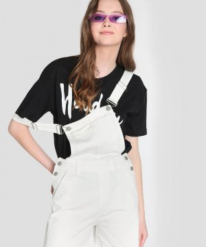 Короткий джинсовый комбинезон O`Stin. Цвет: белый