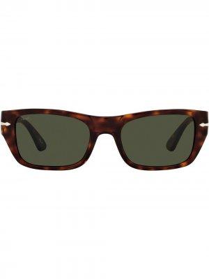 Солнцезащитные очки в оправе черепаховой расцветки Persol. Цвет: коричневый