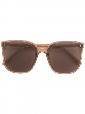 Солнцезащитные очки Frida BRC1 в массивной оправе Gentle Monster. Цвет: коричневый