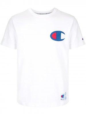 Футболка с нашивкой-логотипом Champion. Цвет: белый