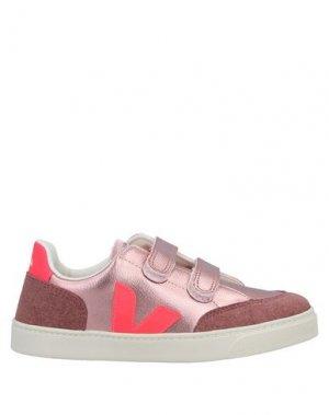 Низкие кеды и кроссовки VEJA. Цвет: пастельно-розовый