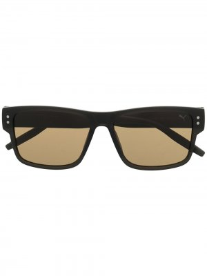 Солнцезащитные очки в оправе с абстрактным принтом Puma. Цвет: коричневый