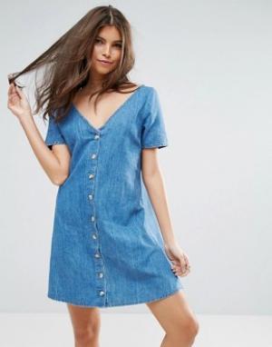 Синее джинсовое чайное платье на пуговицах ASOS. Цвет: синий