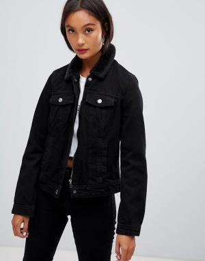 Джинсовая куртка с воротником из искусственного меха Pimkie. Цвет: черный