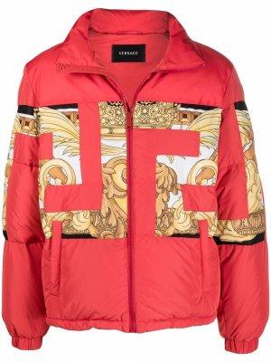 Пуховик с принтом Greca Versace. Цвет: красный