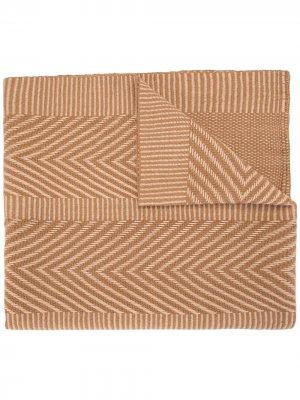 Трикотажная шаль с узором шеврон Voz. Цвет: коричневый