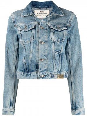 Укороченная джинсовая куртка с эффектом потертости Diesel. Цвет: синий