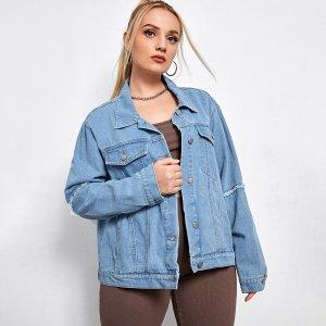 Джинсовая куртка размера плюс SHEIN. Цвет: синий цвет средней стирки