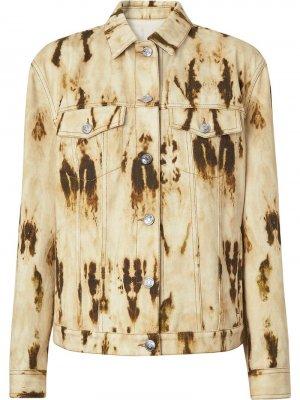 Джинсовая куртка с принтом и монограммой Burberry. Цвет: нейтральные цвета