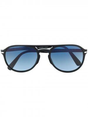 Солнцезащитные очки-авиаторы Persol. Цвет: черный
