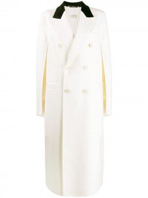 Двубортное пальто-кейп Maison Margiela. Цвет: белый