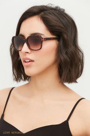 Солнцезащитные очки в черепаховой оправе LOVE REPUBLIC