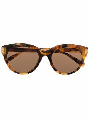 Солнцезащитные очки черепаховой расцветки Boucheron. Цвет: коричневый