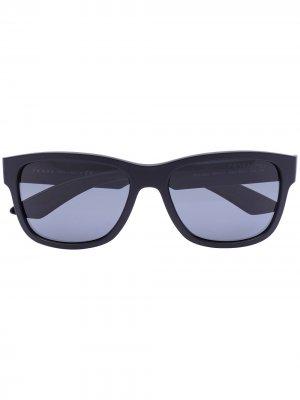 Солнцезащитные очки в трапециевидной оправе Prada Eyewear. Цвет: черный