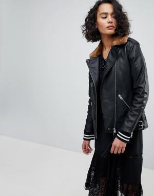 Кожаная oversize-куртка с воротником из искусственного меха AllSaints. Цвет: черный