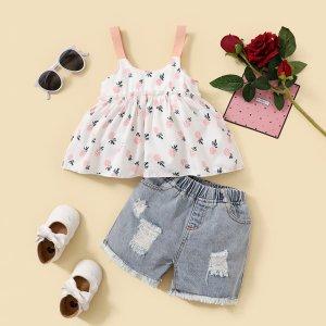 Майка с мультипликационным принтом и джинсовые шорты для девочек SHEIN. Цвет: многоцветный