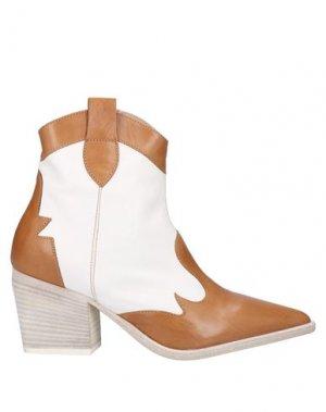 Полусапоги и высокие ботинки LAURA BELLARIVA. Цвет: желто-коричневый