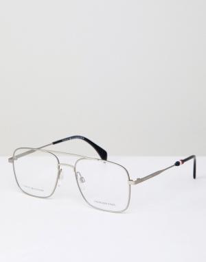 Очки-авиаторы в серебристой оправе Tommy Hilfiger. Цвет: серебряный