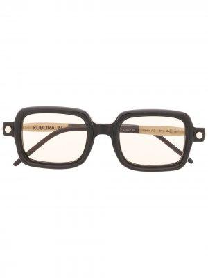 Солнцезащитные очки P2 в квадратной оправе Kuboraum. Цвет: черный