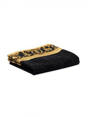 Одеяло с узором Versace. Цвет: черный