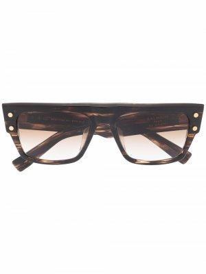 Солнцезащитные очки B-lll в массивной оправе Balmain Eyewear. Цвет: коричневый