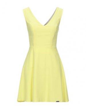 Короткое платье RINASCIMENTO. Цвет: желтый
