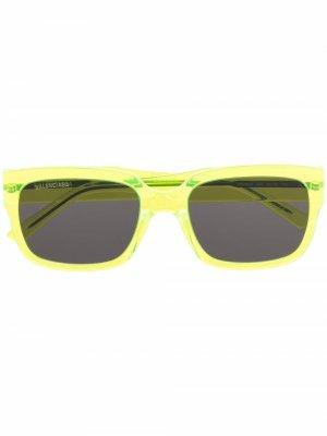 Солнцезащитные очки Flat в D-образной оправе Balenciaga Eyewear. Цвет: желтый