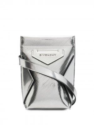 Сумка через плечо Antigona с тисненым логотипом Givenchy. Цвет: серебристый