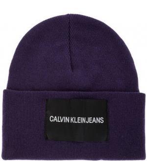 Фиолетовая шапка с нашивкой Calvin Klein Jeans