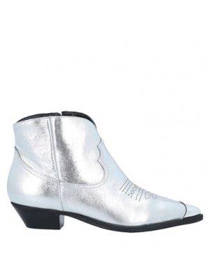 Полусапоги и высокие ботинки CARRANO. Цвет: серебристый