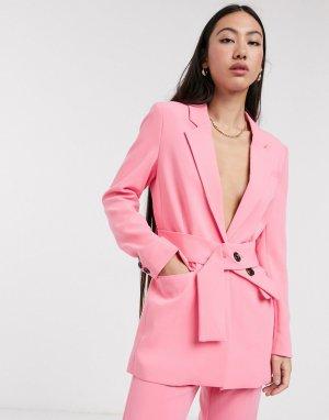 Розовый пиджак с поясом от комплекта In Wear