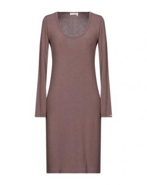 Короткое платье E-GÓ. Цвет: коричневый