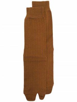 Tabi toe socks Maison Margiela. Цвет: коричневый