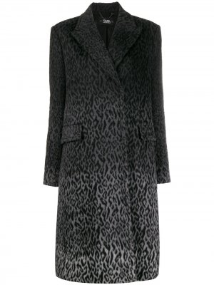 Пальто Karl с леопардовым принтом из коллаборации Carine Lagerfeld. Цвет: серый