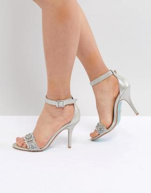 Серебристые босоножки на каблуке Blue By Betsy Johnson Betsey. Цвет: серебряный