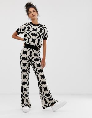 Комбинируемые брюки клеш с геометрическим узором -Коричневый ASOS DESIGN