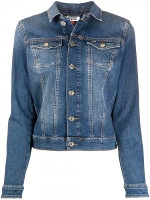 Приталенная джинсовая куртка Tommy Jeans. Цвет: синий