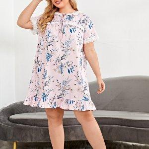 Ночная рубашка большого размера из хлопковой ткани с цветочным принтом SHEIN. Цвет: многоцветный
